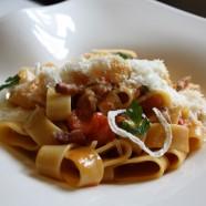 """Le Plat de la semaine – « Mezzi Paccheri """"all'Amatriciana"""" aux oignons confits, pancetta maison et tomates fraîches »"""