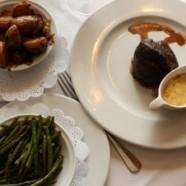 Le Plat de la semaine – Filet de bœuf, sauce béarnaise, pommes grenailles confites, haricots verts frais du restaurant Les Grandes Marches