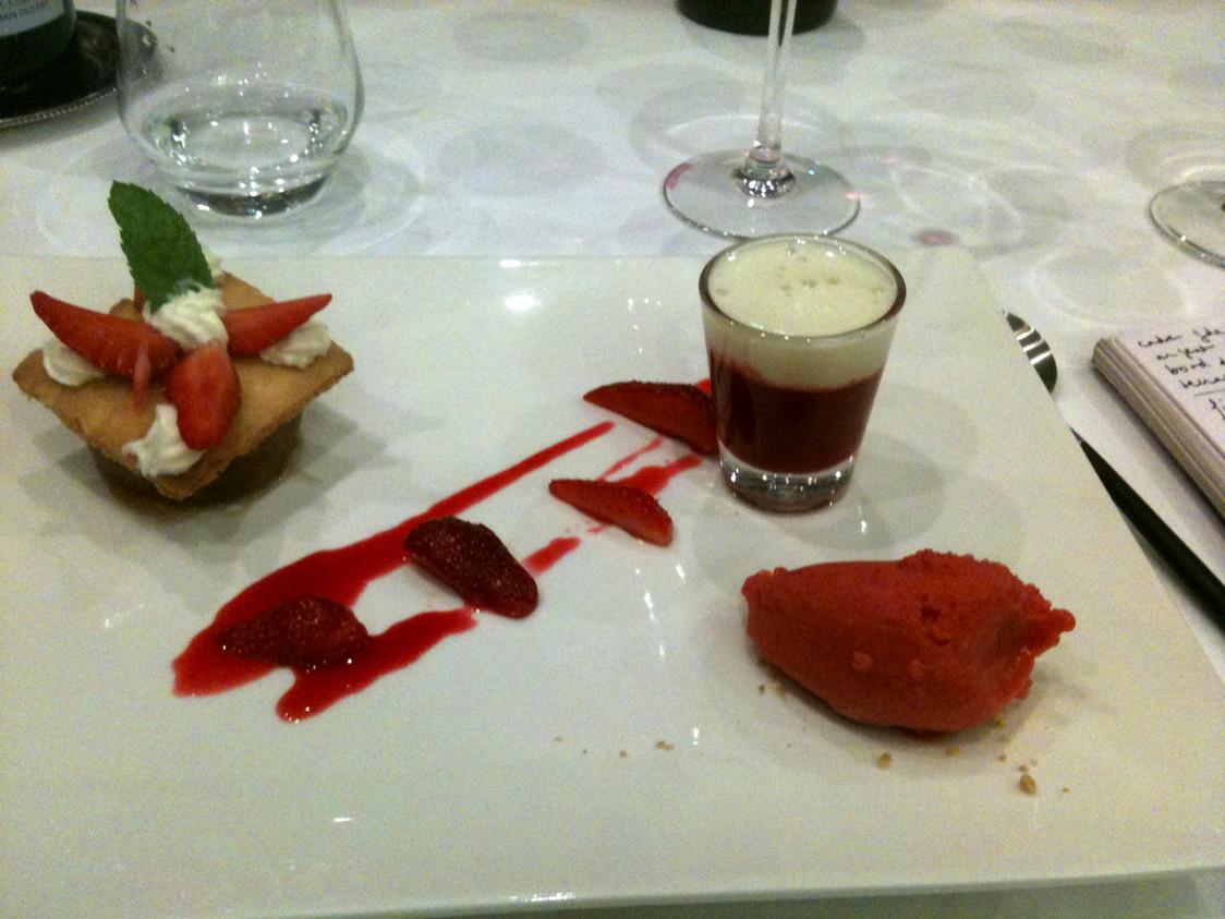 Assiette-dessert autour de la fraise © Blandine Vié