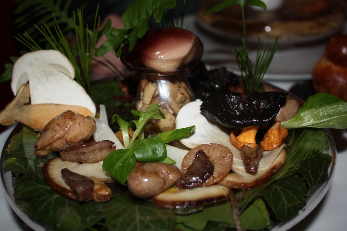Salade cèpes sous-bois sous-verre © P.Faus