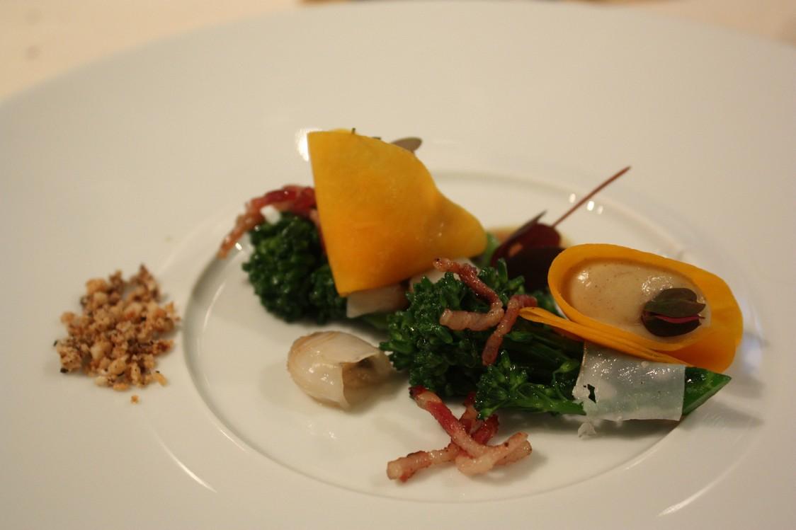 Raviole végétale, miso blanc, Fourme d'Ambert, beurre noisette © P.Faus