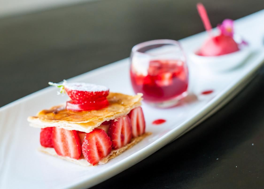 La Butte - Croustillant de fraises à la crème
