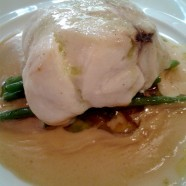 Le Plat de la Semaine – Lotte au beurre noisette, sauce vin blanc et Comté, haricots verts et piquillos du restaurant Goust