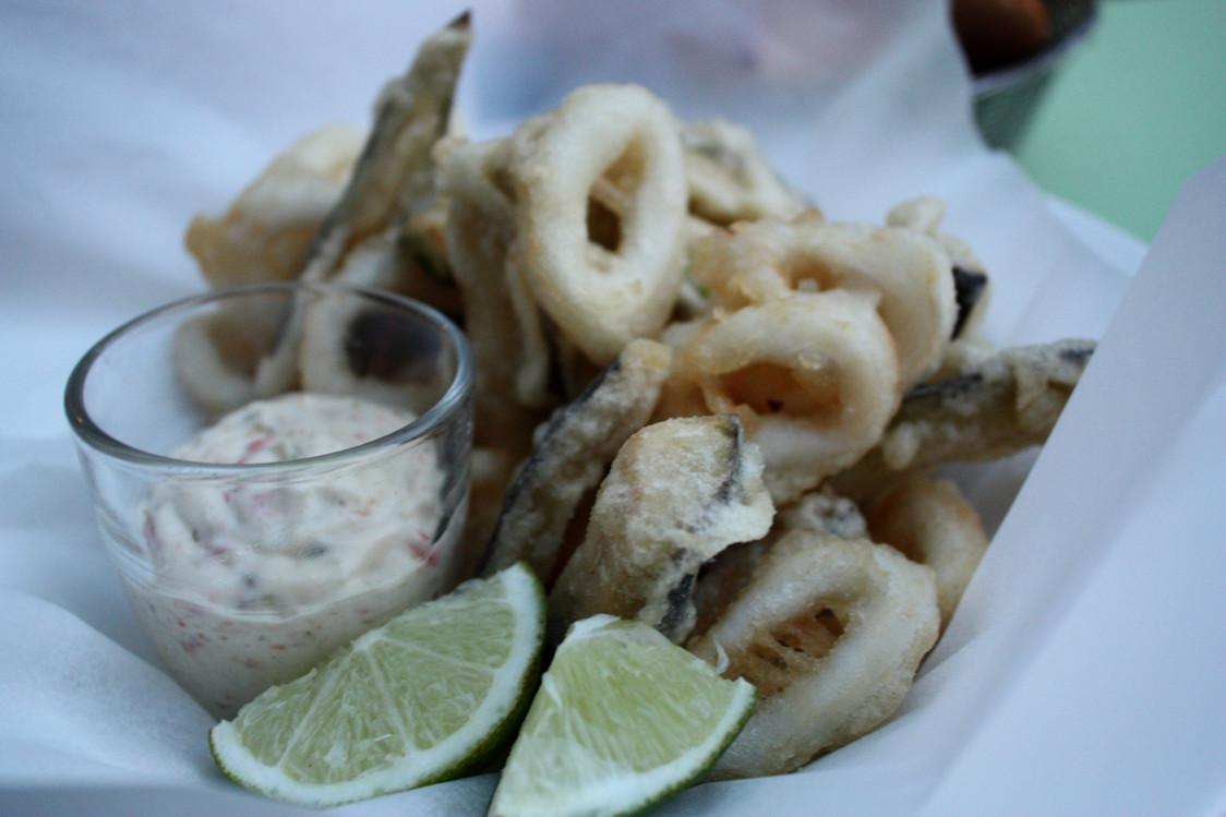 Mama Shelter - Tempura calamars, aubergines, sauce tartare