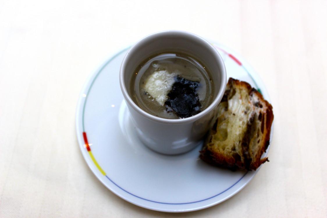 Soupe d'artichauts à la truffe