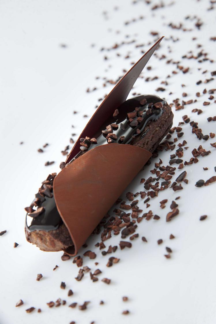 Eclair Chocolat 04 © Christophe Madamour