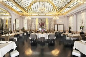 Hotel_restaurant_Vernet_Paris_champs_elysees_verriere_gustave_eiffel_salle-restaurant