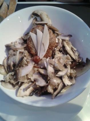 Salade de champignons frais, noisettes, comté