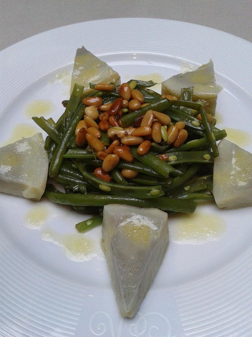Haricots verts et fonds d'artichauts en salade