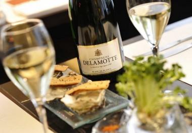 LC_12_006305 Delamotte BB - Les Belles huîtres d'Arcachon, tartines de foie gras spéciales de Joël D. en fine gelée d'eau de mer