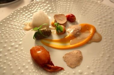Homard poché minute, cèpes, potimarron, truffe blanche d'Alba