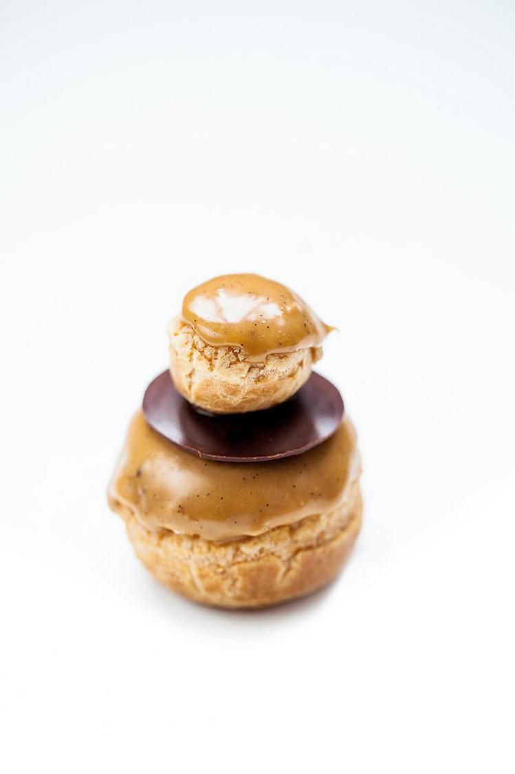 Benoît - Religieuse au caramel beurre salé  ®pierremonetta