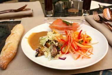 Buddha Bar Hôtel - Salades & saumon ©P.Faus
