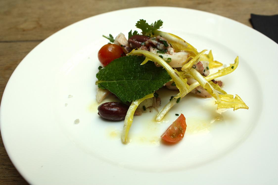La rotonde - Salade de poulpe, pissenlits,olives, infusion passion