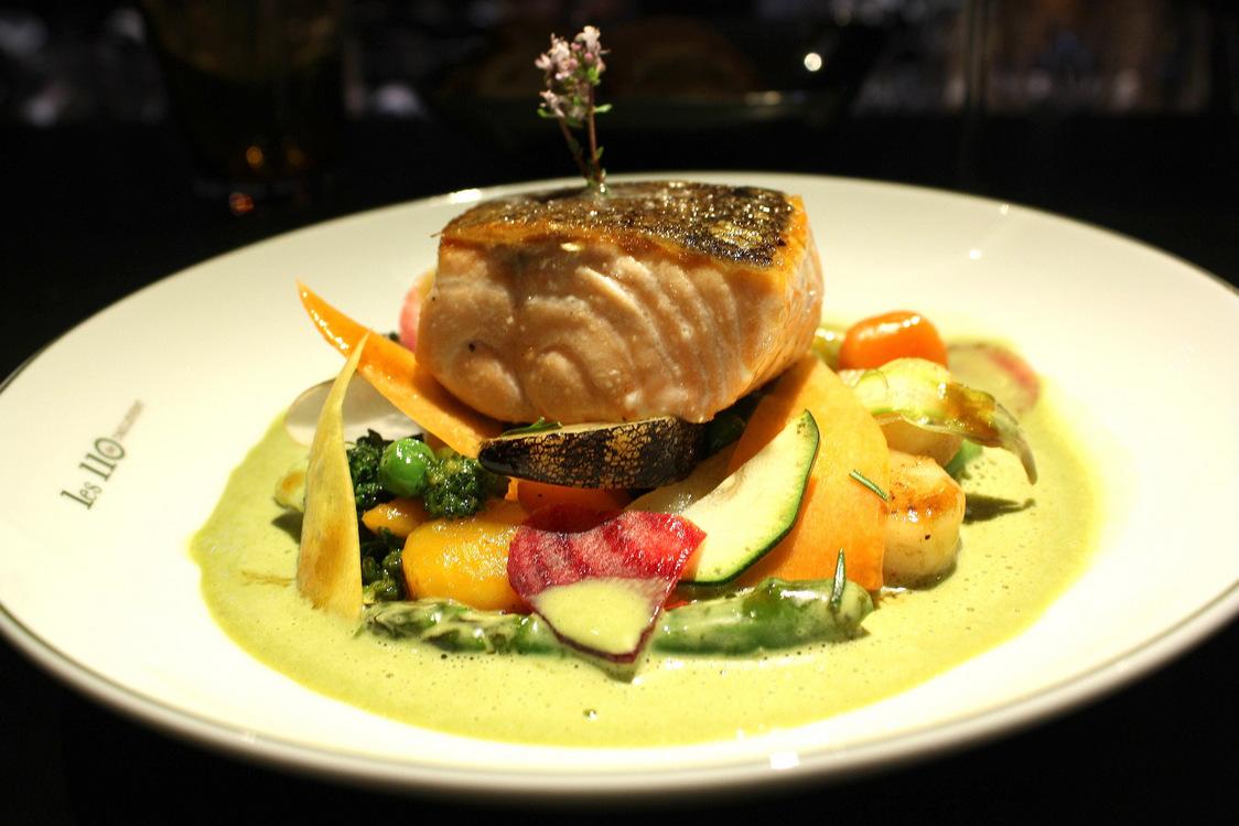 Les 110 de Taillevent - Pavé de saumon, asperges blanches, sauce hollandaise