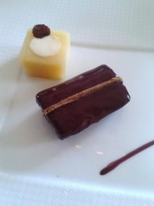Chocolat, framboise, cacao légèrement fumé  © P.Faus