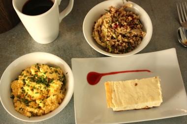 Privé de dessert - Cheesecake, salade de quinoa, œufs brouillés ©P.Faus
