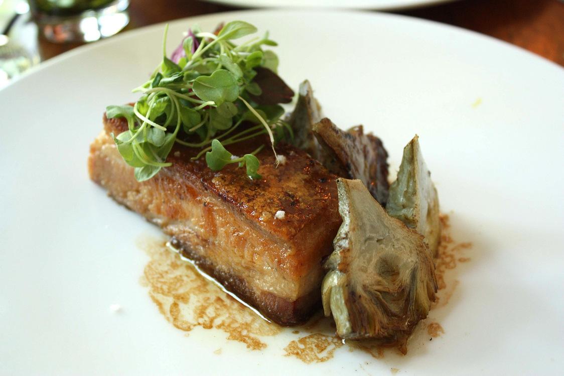 Will - Poitrine de cochon confite, artichauts, jus façon teryaki ©P.Faus
