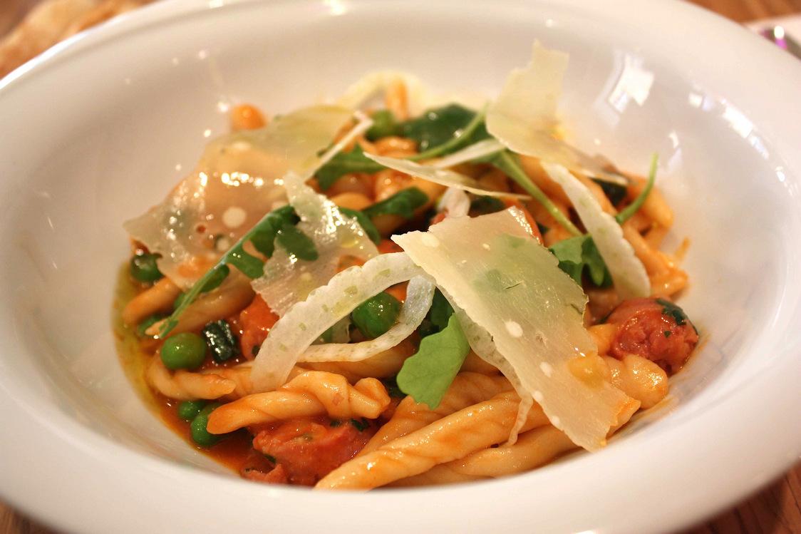 Carré Llorca - Strozzapretis cuisinés comme un risotto aux Pérugines, tomate et basilic. © P.Faus