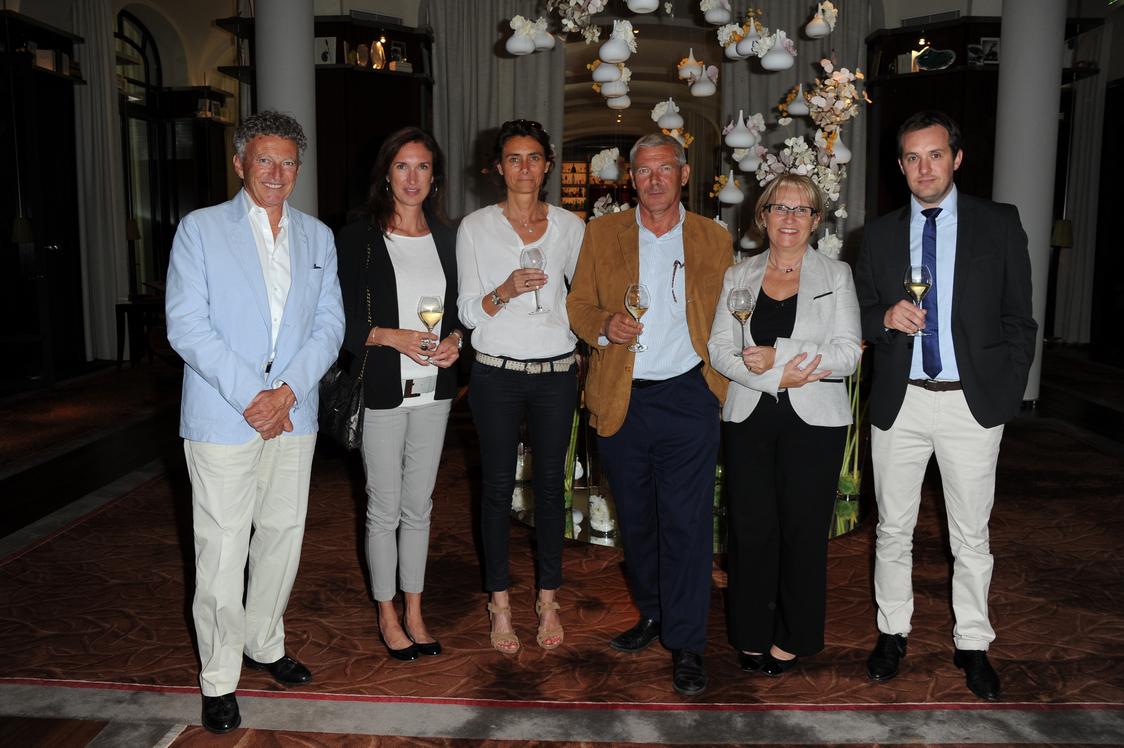 Nelson Montfort, Chrystel Brossette (Veuve Clicquot), Stéphanie Huet (Cognac Martell), Dominique Befve (Château Lascombes),Marie Hélène Lévèque (Château Chantegrive), François Cluzet, Pierre Casenave (Veuve Clicquot)