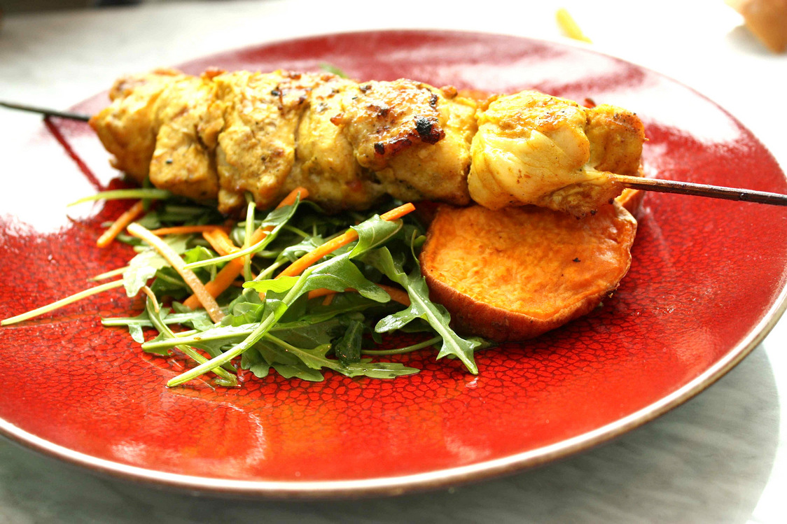 Brochettes poulet marinécumin& coriandre, patate douce… © P.Faus - copie