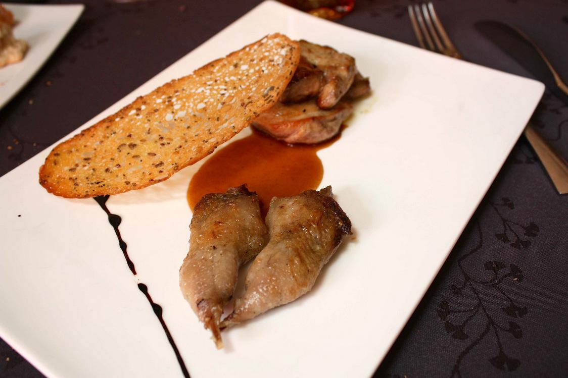 Cailles rôties, foie gras poêlé, tuile aux céréales © P.Faus
