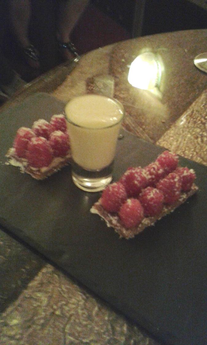 Tarte framboises, crème japonaise © P.Faus