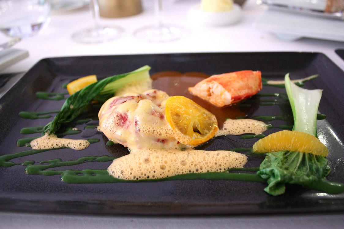 Homard glacé, mayonnaise légère, salde d'agrumes, chou Pak Choy © P.Faus