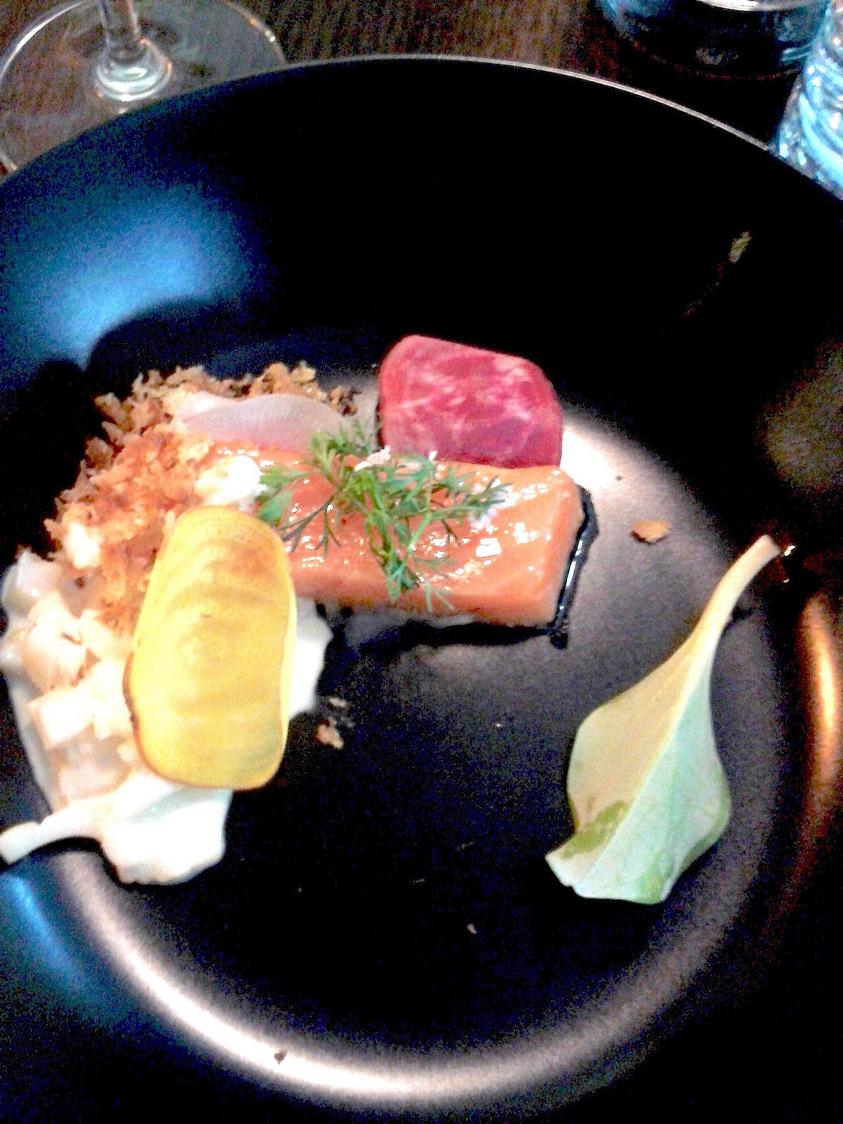 Saumon, risotto à l'encre de seiche