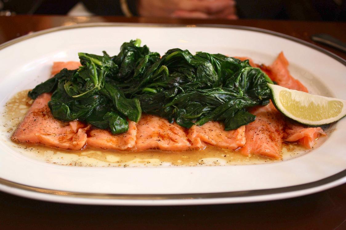 Minute de saumon, épinards au wasabi © P.Faus - copie