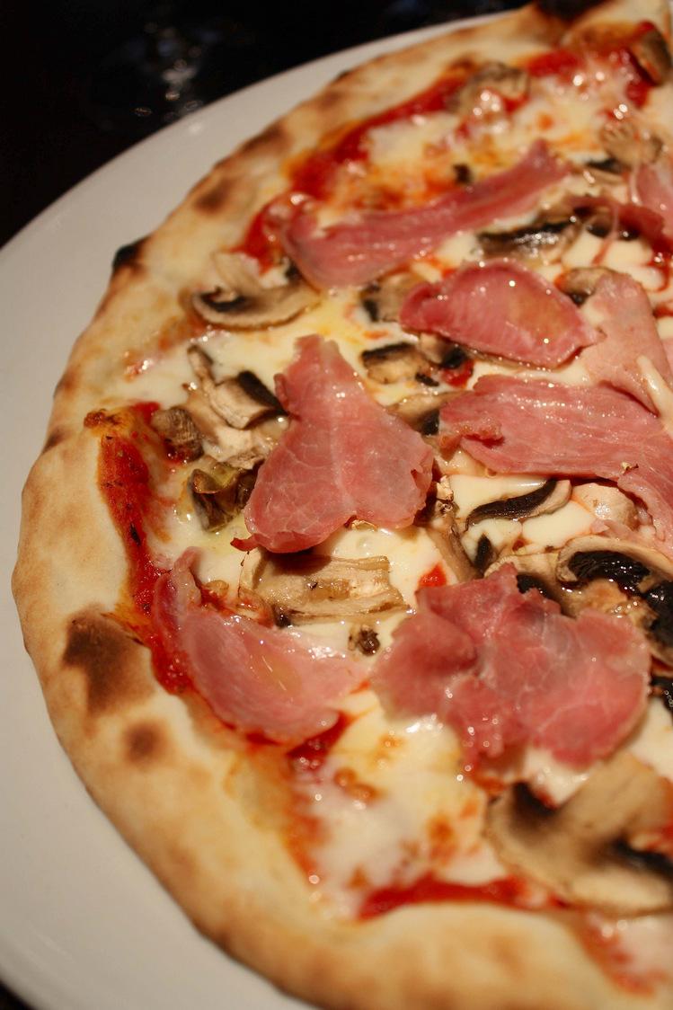 Pizza Regina © P.Faus