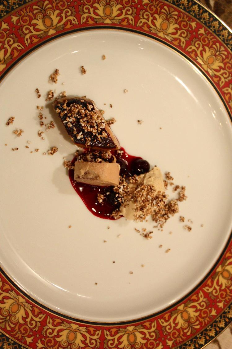 Foie gras poêlé, cerises, panna cotta, pop corn © P.Faus
