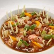 Un Plat pour l'été – Salade comme une niçoise Et Bouillabaisse froide, pommes de terre, et basilic au restaurant Laurent