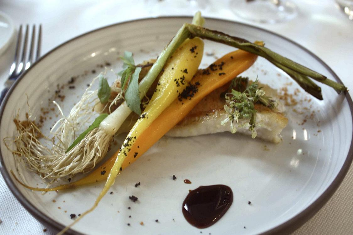 Poisson, carotte, jeune pousse de poireau  © P.Faus