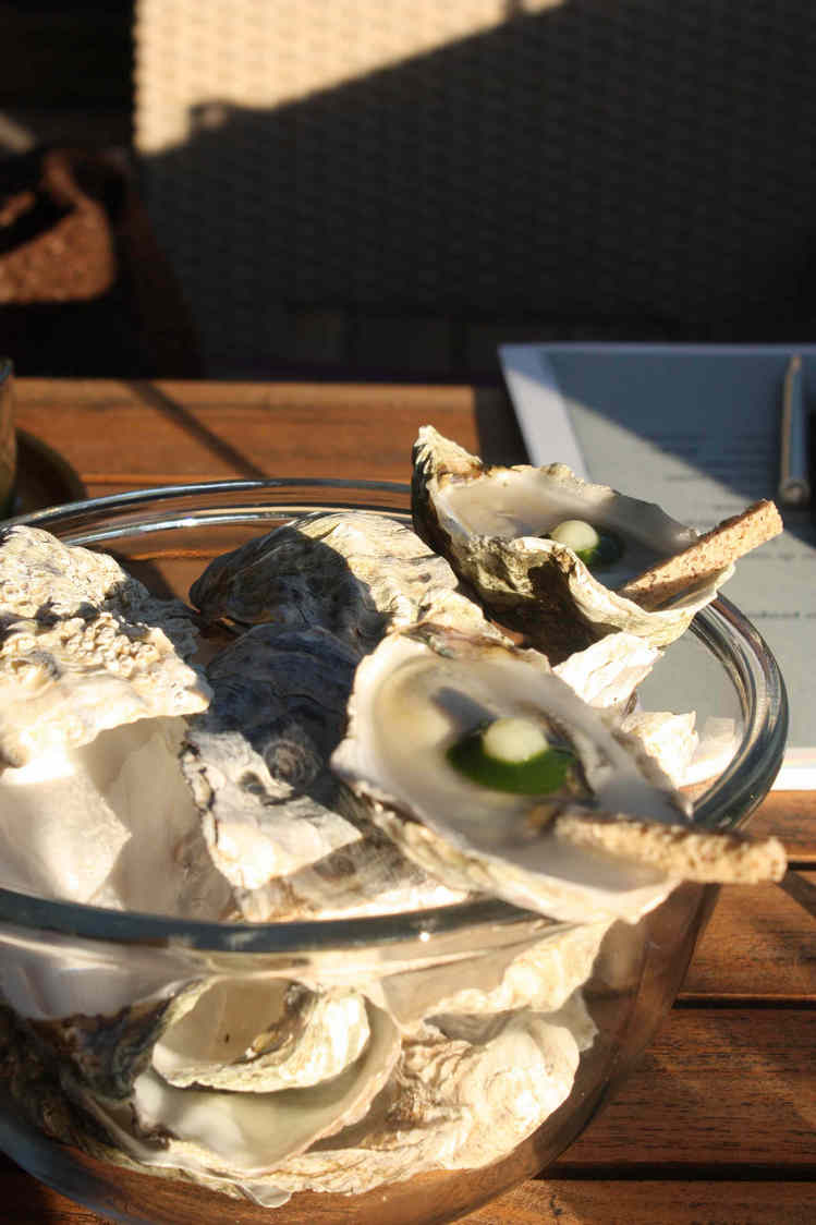 Huître Gillardeau, voile d'eau de mer, perle de yuzu © P.Faus