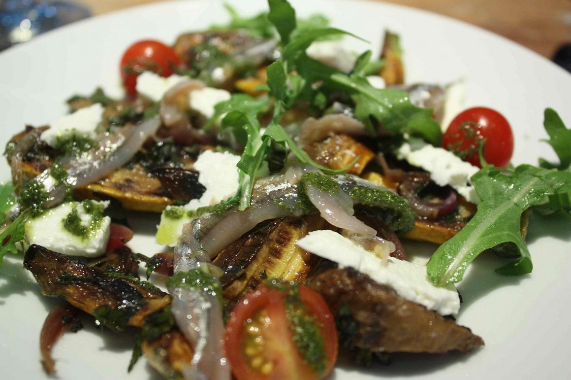 Courgettes, anchois, féta… © P.Faus