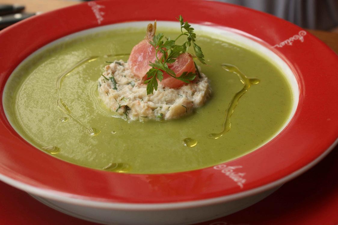 Soupe glacée de courgettes, émietté de tourteau © P.Faus