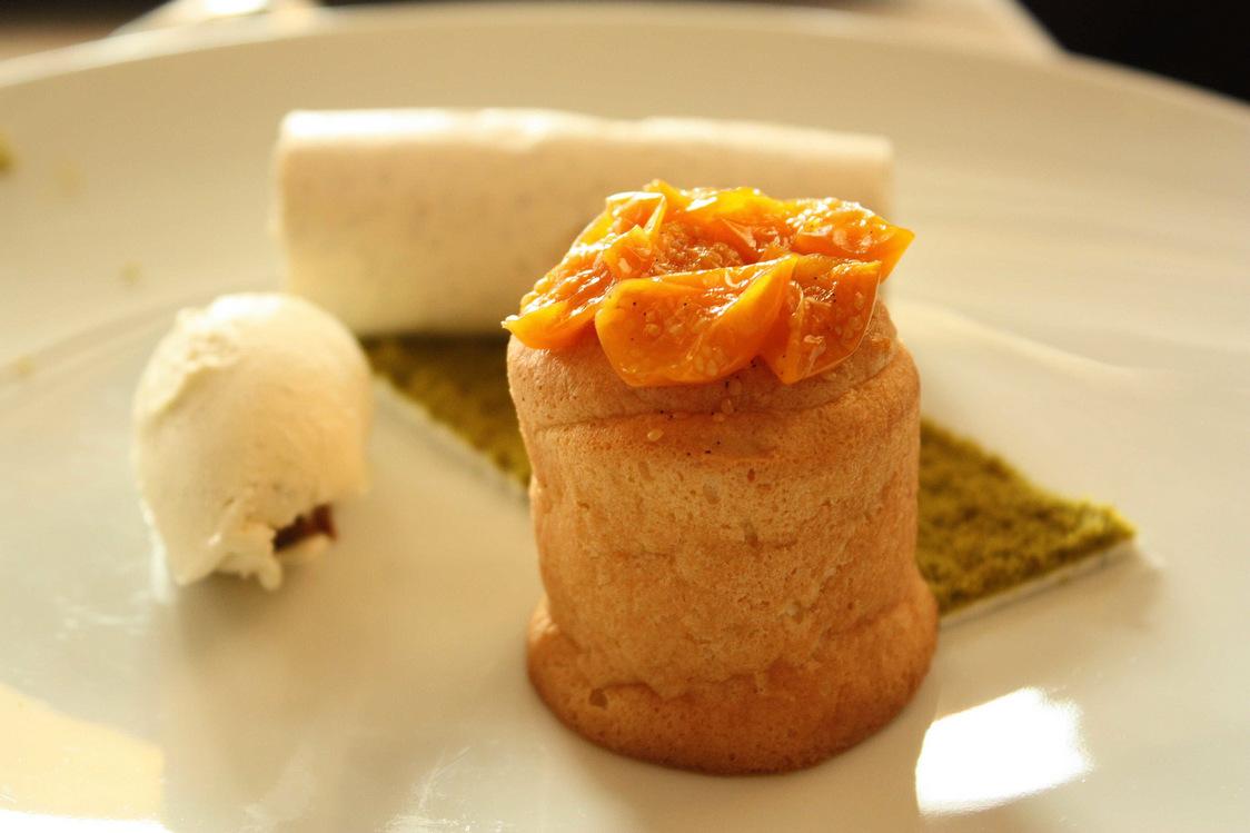 Physalis dans un biscuitet crème légère à la vanille… © P.Faus