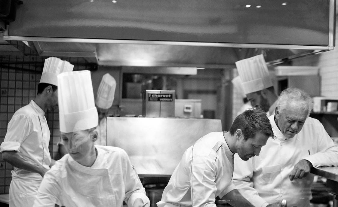Michel Rostang et Nicolas Beaumann en cuisine