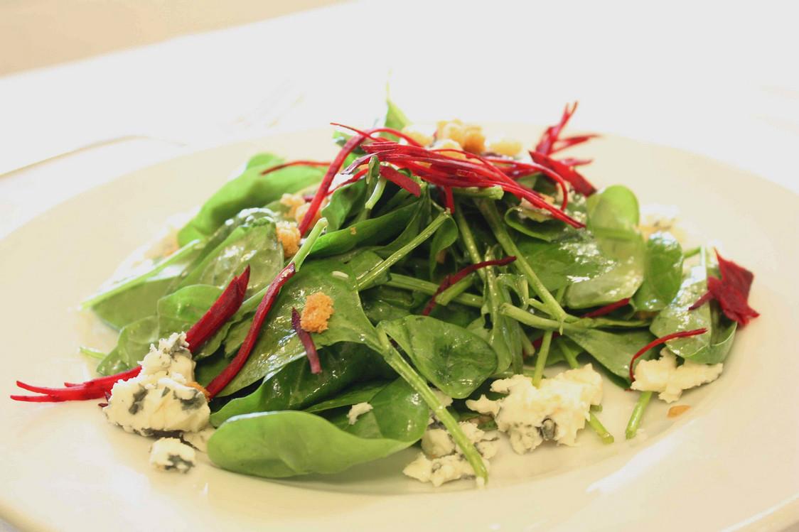 Salade de pousses d'épinards © P.Faus
