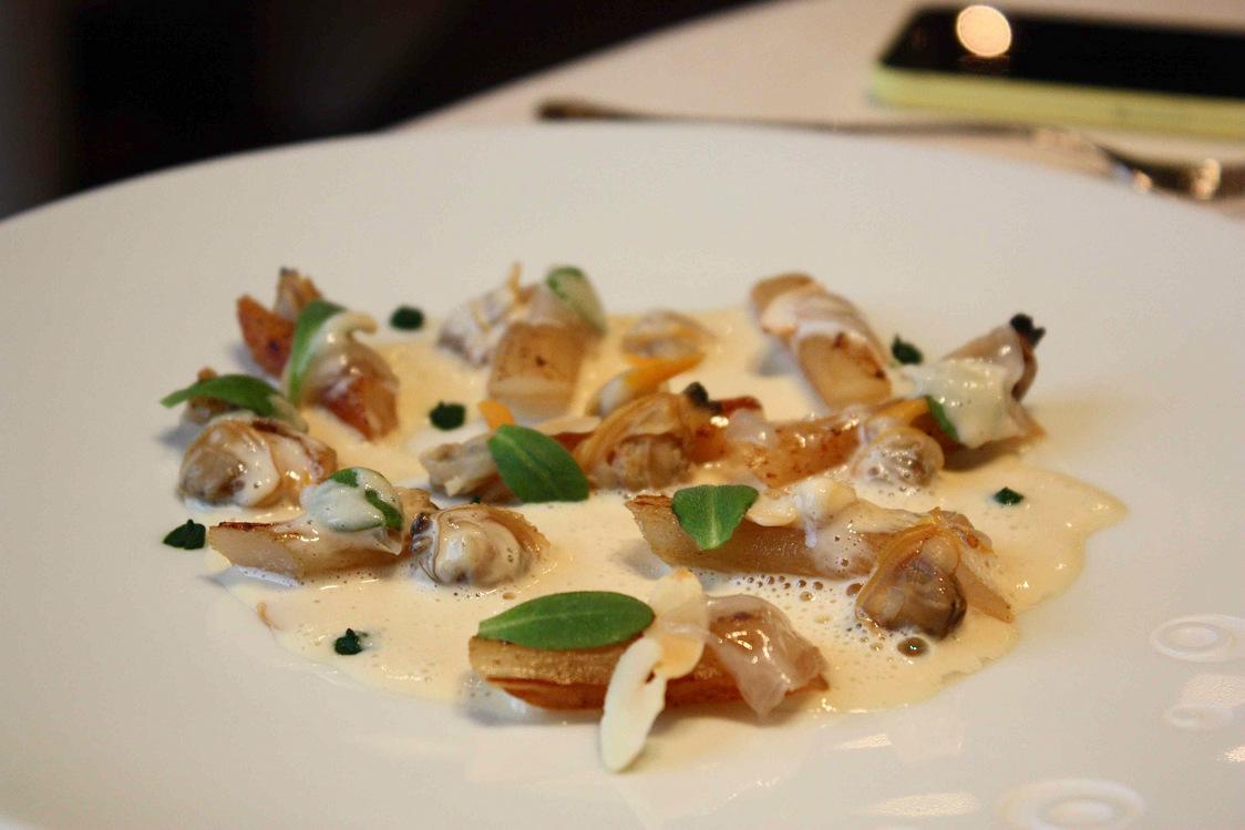 Salsifis, coquillages, lard de Colonnata  © P.Faus