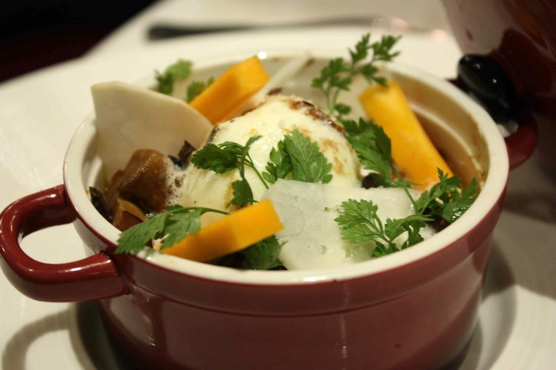 œuf bio en cocotte, foie gras… © P.Faus . - copie