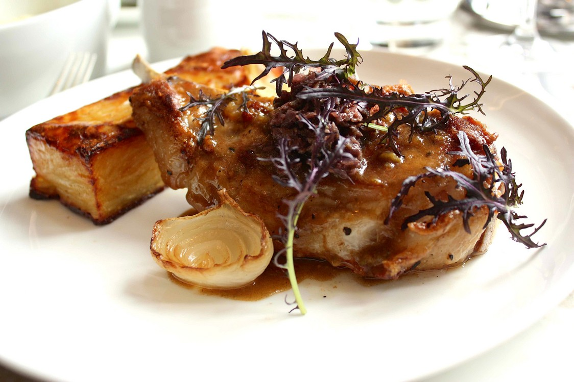 Côte de cochon noir de Bigorre, sauce charcutière © P.Faus