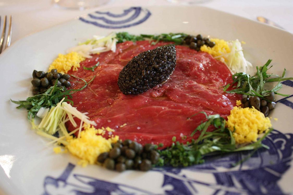 Carpaccio de bœuf Aberdeen Black Angus bio, caviar Prunier .© P.Faus JPG - copie