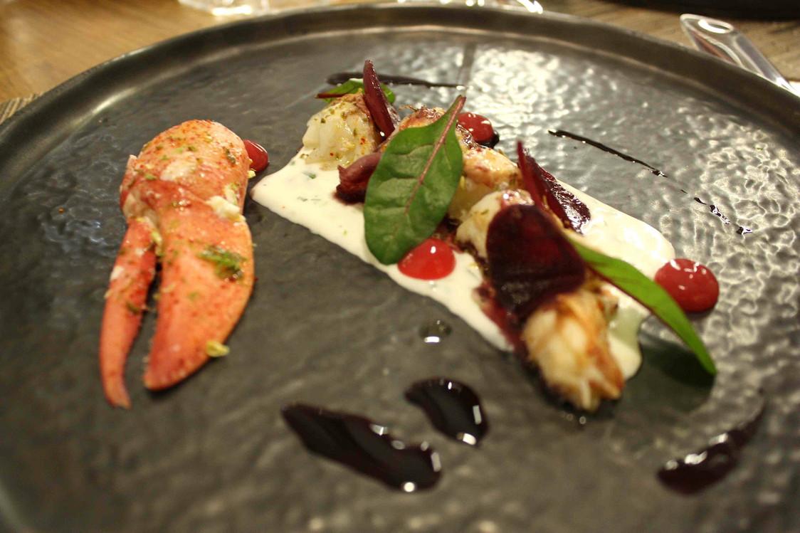 Homard, oignons rouges, crème de burrata © P.Faus   - copie