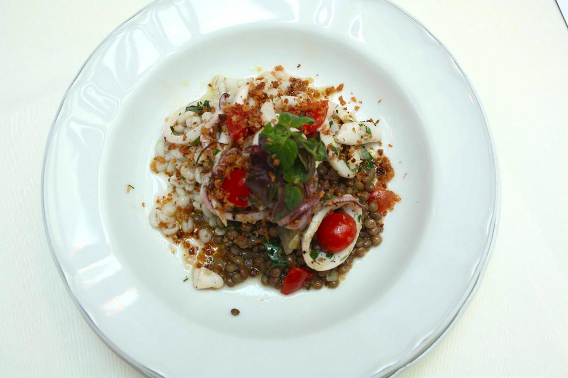 Orge, lentilles de Toscane, huile d'olive, calamars © P.Faus. j pg