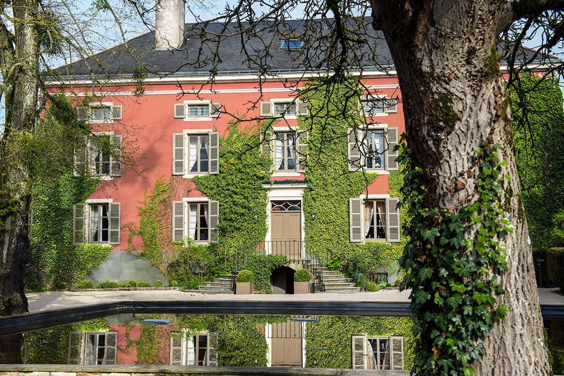 Chateau de Courban facade avec bassin