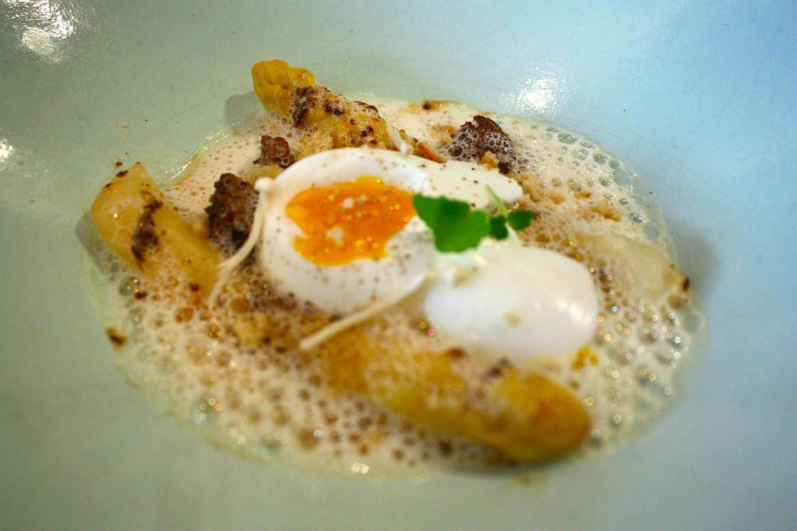 œuf mollet, asperges, morilles © P.Faus