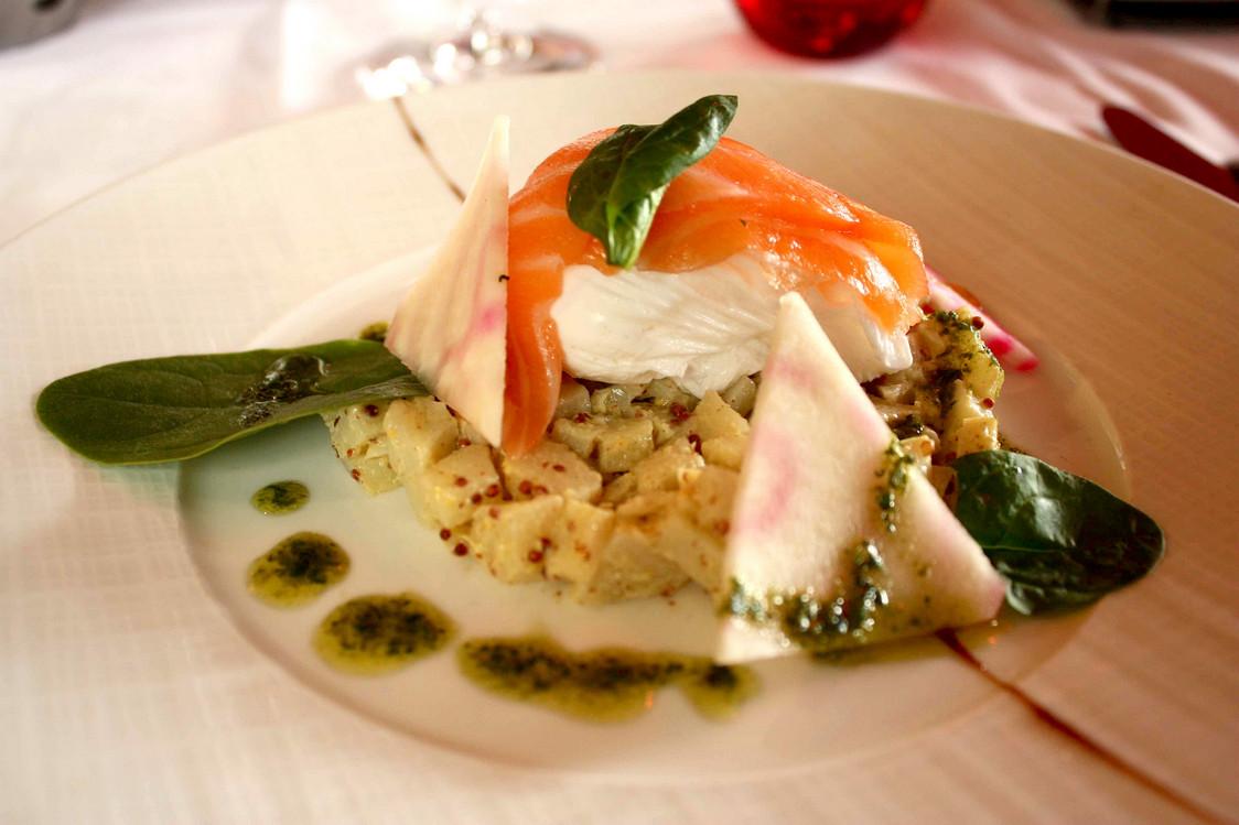Cœur d'artichaut, saumon, œuf mollet © P.Faus