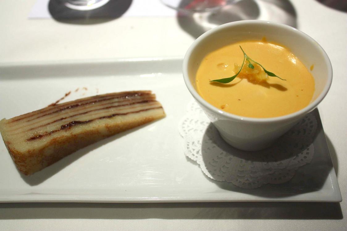 Bebinca (à g.) et yoghurt à la mangue cuite © Gourmets&Co - copie